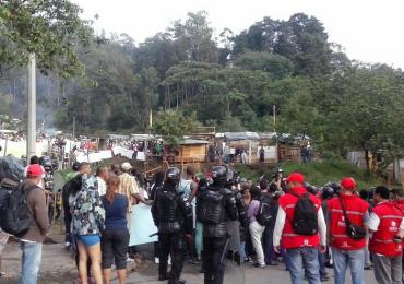 ESMAD desaloja forzosamente a 1500 personas en Villa Café, Medellín