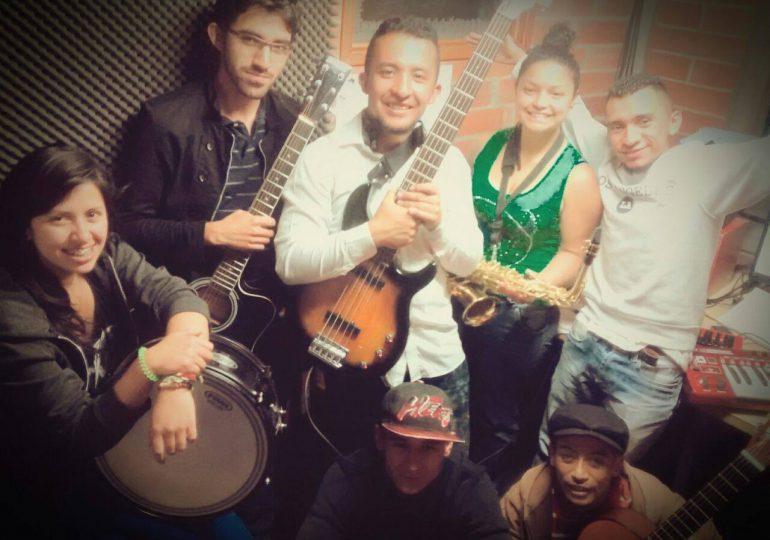 """""""Contrastes"""" música de corazón en """"A la Calle"""""""