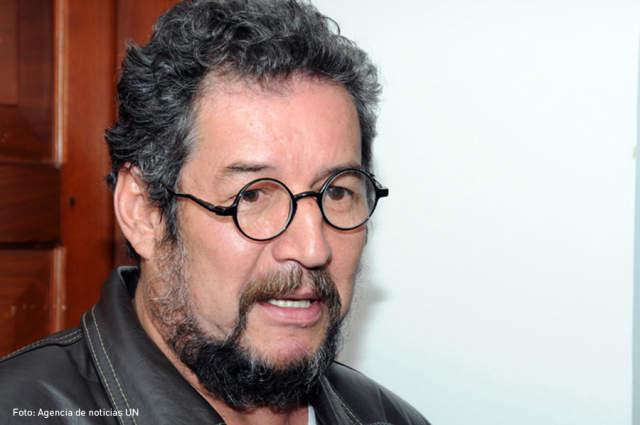 """Los verdaderos """"nudos"""" de las conversaciones de paz. Entrevista a Carlos Medina"""