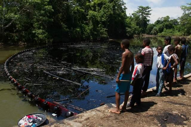 Gobierno no ha atendido crisis humanitaria por derrame de crudo en Tumaco