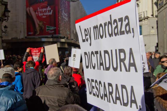 Estas son algunas de las multas que establece la Ley Mordaza en España