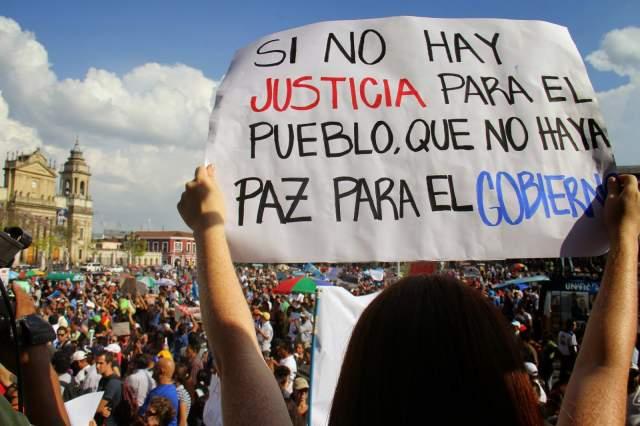 Continúan protestas e investigaciones por casos de corrupción en Guatemala