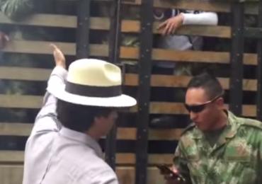 Representante Víctor Correa se subió a camión de FFMM para defender a jóvenes de batida ilegal