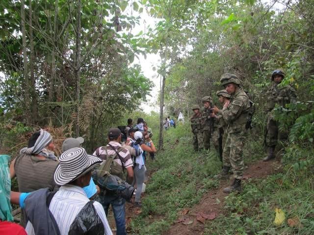 Familias desplazadas de El Bagre, Antioquia, exigen garantías para retornar