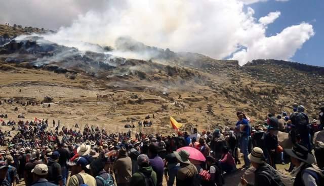 Protestas en contra de proyecto minero en Perú dejan cuatro muertos