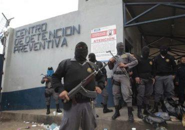 Continúa protesta de guardias carcelarios en Guatemala
