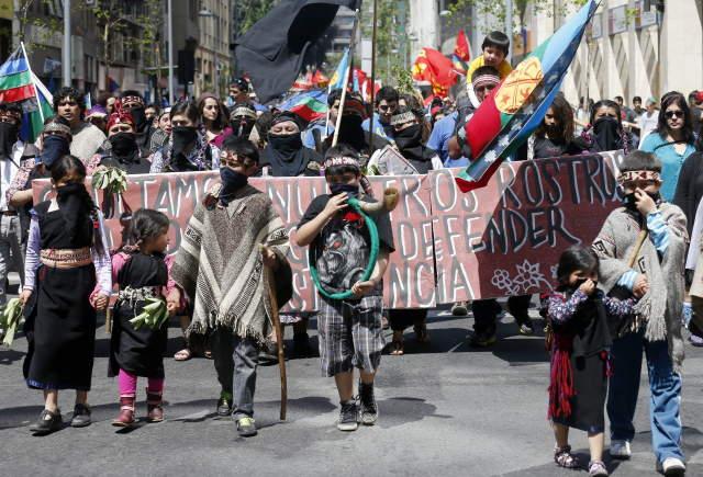 Mapuches marcharon para exigir el reconocimiento de sus derechos como pueblos indígenas
