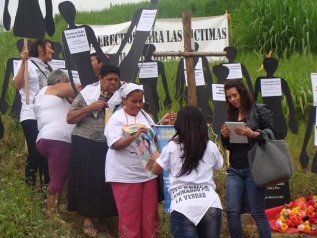 Exigen a Alvaro Uribe respeto por la dignidad de las víctimas de la Comuna 13
