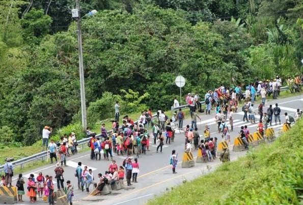 Amenazan a líderes indígenas que protestan en via Cali - Buenaventura
