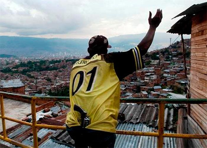 """""""Subversivo que llegue a nuestra zona, subversivo que se le da de baja"""" Paramilitares de Medellín"""