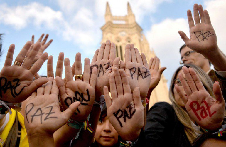 Diversos sectores de la sociedad aplauden día histórico en Colombia