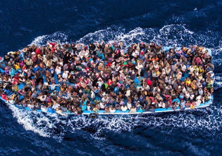 En octubre cerca de 400 inmigrantes perdieron la vida cruzando el Mediterráneo