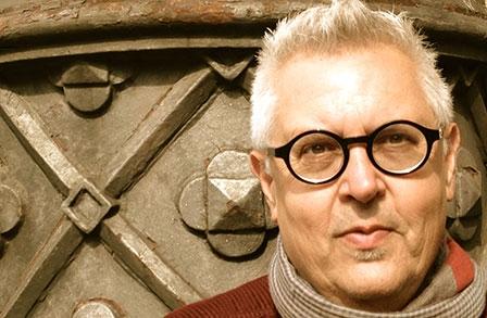 Poeta cubano nuevo ganador del Premio Internacional Loewe