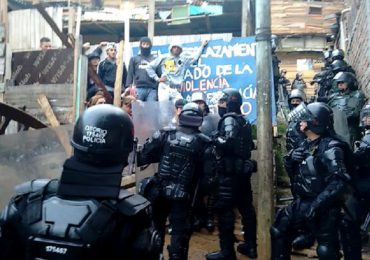 ESMAD desaloja violentamente a 38 familias en Moravia, Medellín