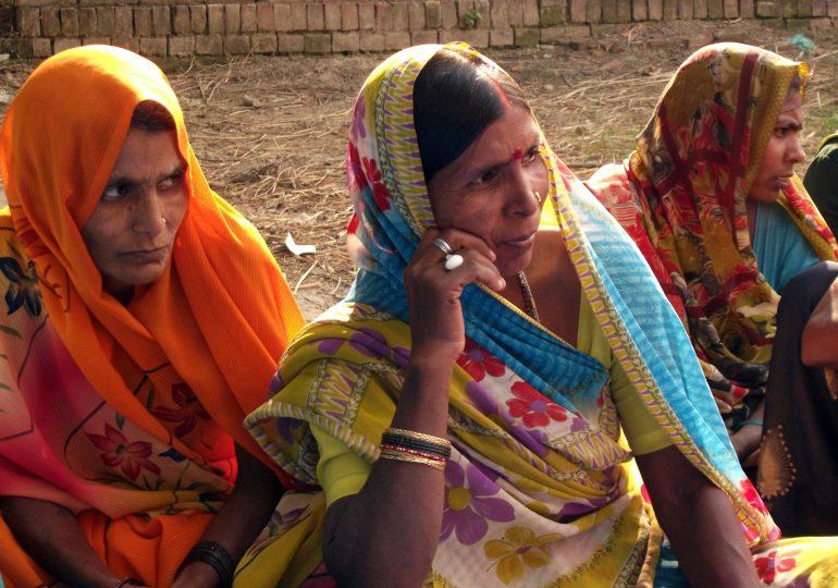 Mujeres de la India son señaladas como impuras cuando tienen la menstruación