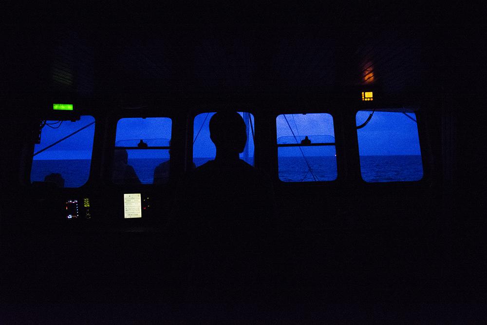 Capitan del barco al amanecer