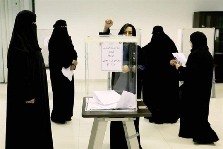 Por primera vez las mujeres votaron en Arabia Saudi
