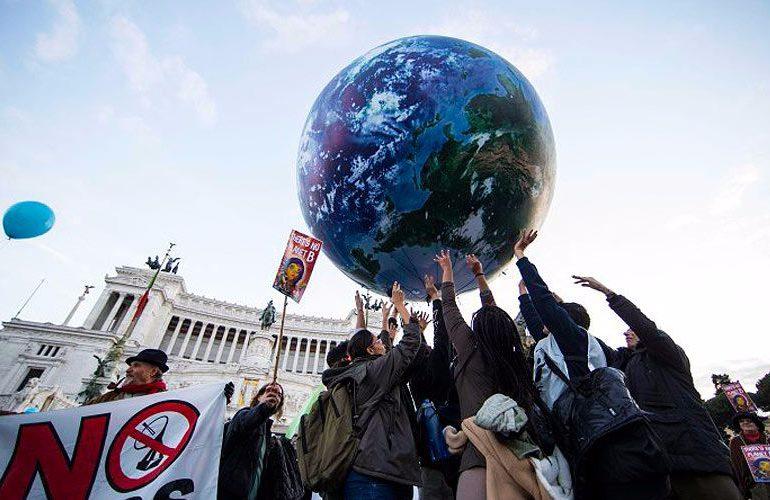 """Acuerdo de la COP21 es """"inhumano, engañoso y esquizofrénico"""""""