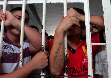 "Cerca de 1300 internos de cárcel ""La Tramacúa"" inician huelga de hambre"