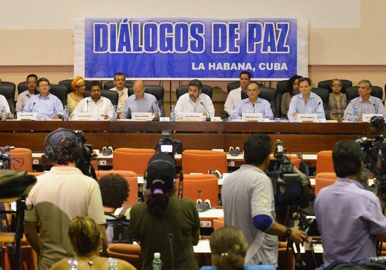 """En firma de acuerdo de paz la fecha es sólo un """"accesorio"""": Alejo Vargas"""