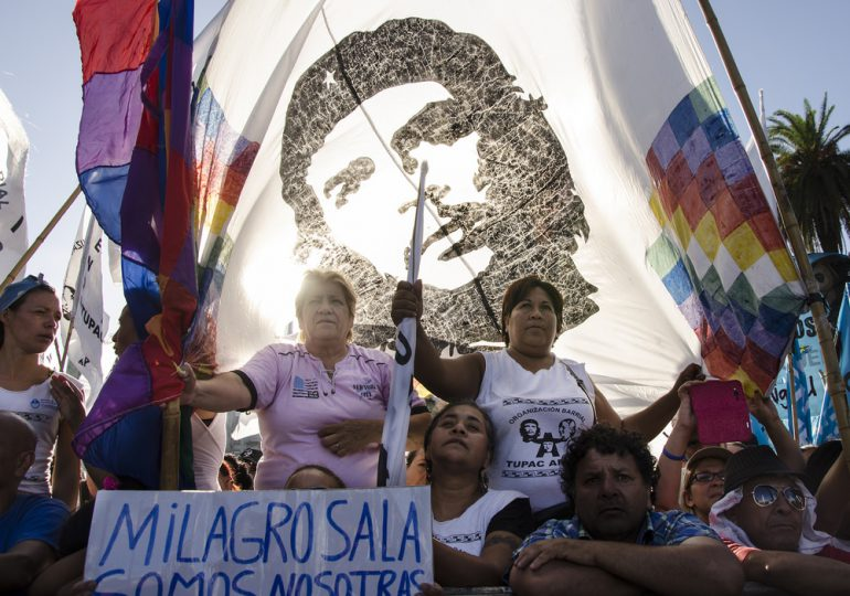 Acampan en Plaza de Mayo exigiendo la libertad de Milagro Sala, lideresa indígena