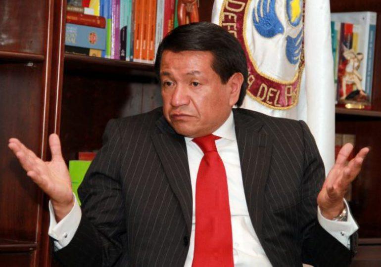 Ante denuncias de acoso sexual y laboral, renuncia el Defensor del Pueblo