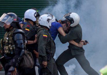 Durante jornada contra la brutalidad policial joven es detenido y golpeado por policías