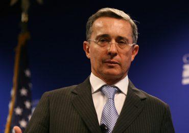 Académicos de Universidad de Princeton rechazan invitación a Alvaro Uribe a esa institución