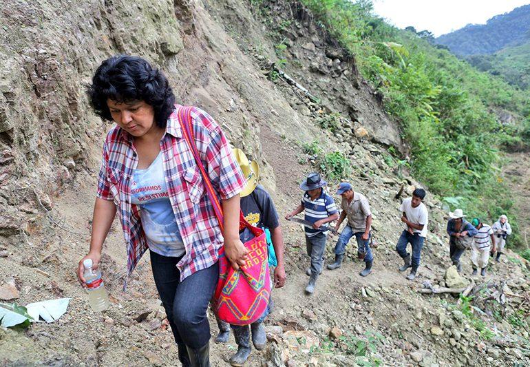 La niña Guardiana de los Ríos, con amor y respeto para Berta Cáceres