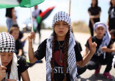 """""""La cámara es mi arma"""": periodista palestina de 10 años"""