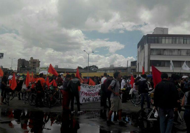 Bogotanos se manifiestan contra la venta de la ETB