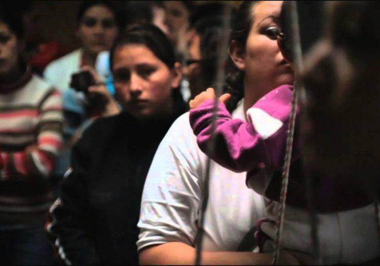Organizaciones proponen revisar penas de mujeres por delitos de drogas