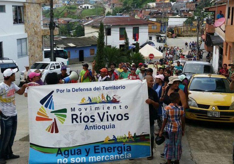 Minga continúa en Valdivia tras amenazas de grupos paramilitares