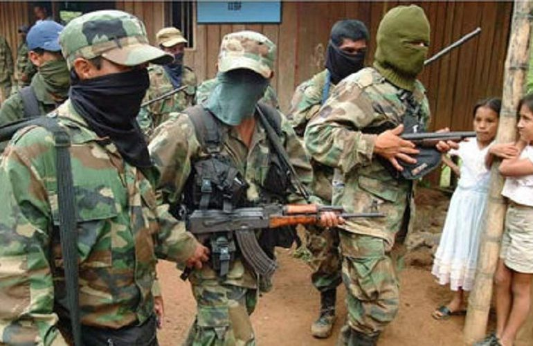 800 indígenas en riesgo de desplazamiento por presuntos paramilitares