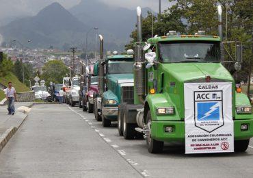 Tras desplante del gobierno continúa paro camionero
