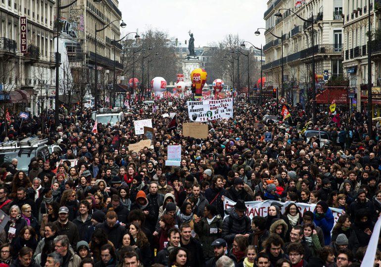 Pese a oposición ciudadana, Asamblea Francesa aprueba por decreto reforma laboral