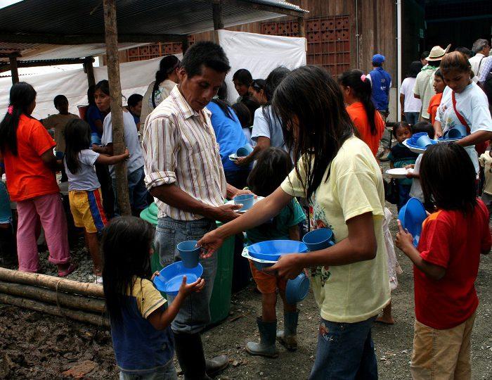 """Más de 3 millones de colombianos """"atrapados en un círculo vicioso de hambre y violencia"""""""