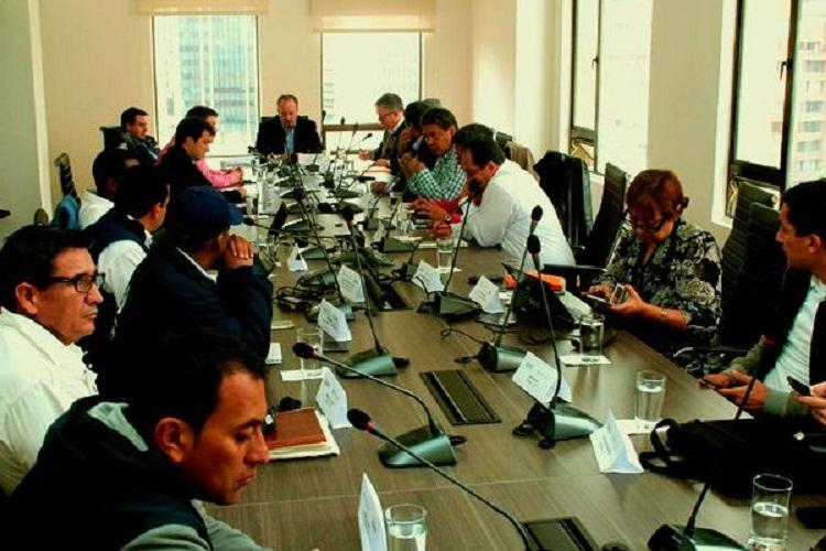 Transportadores a la espera de una reunión con el Presidente Santos