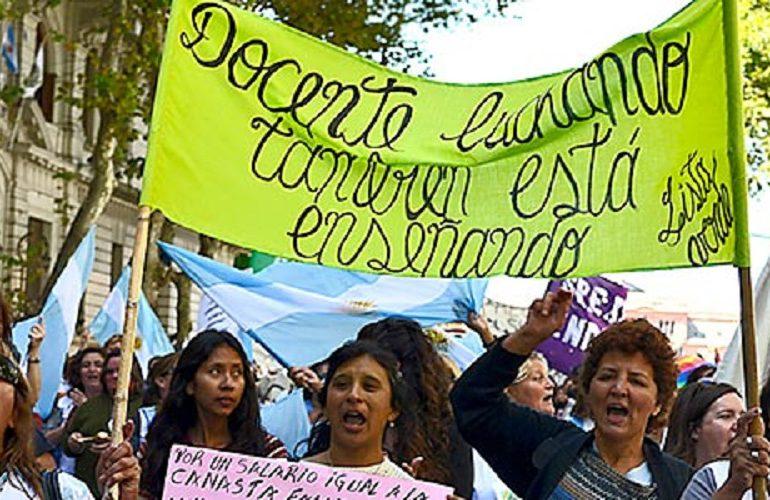 Maestros argentinos en paro por 48 horas exigen alzas salariales