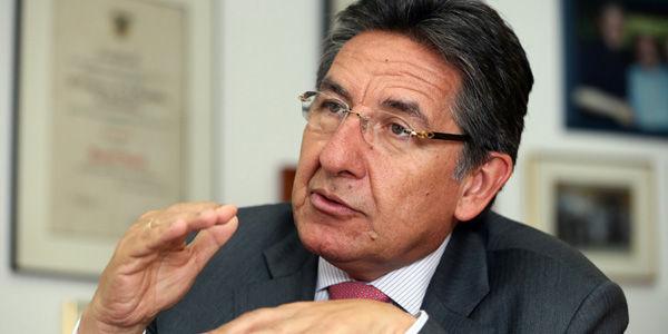 Fuerte oposición al nombramiento de Néstor Humberto Martínez como embajador en España