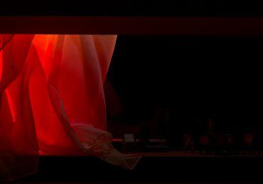 """""""Sola en la Oscuridad"""" suspenso en el Teatro La Mama"""