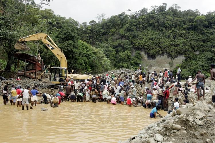 36 heridos deja represión por parte de la fuerza pública hacia mineros en Antioquia