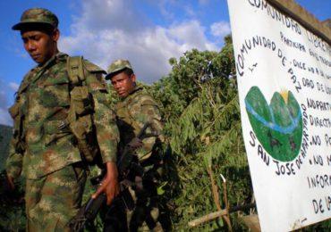 """Militares reconocen que """"no harán nada"""" contra paramilitares en San José de Apartadó"""