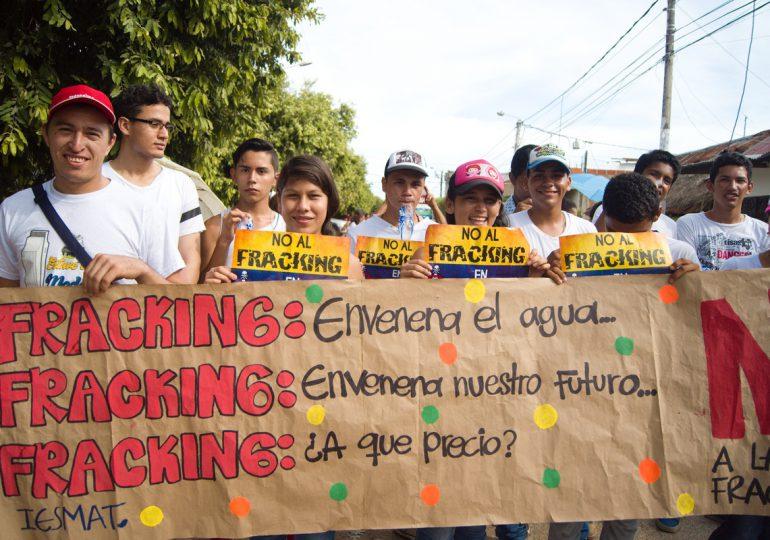 Gases y aturdidoras del ESMAD contra pobladores de San Martín