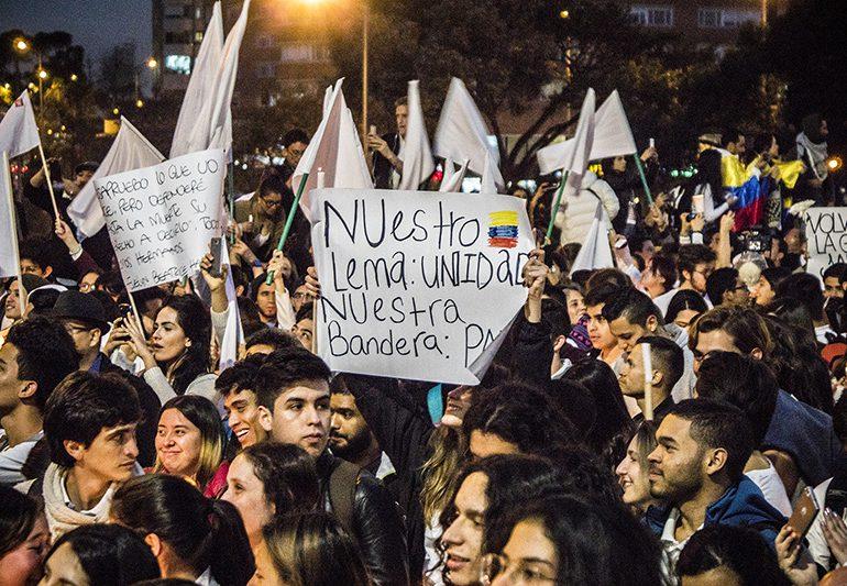 Estudiantes exigen mantener acuerdos de paz entre FARC y Gobierno