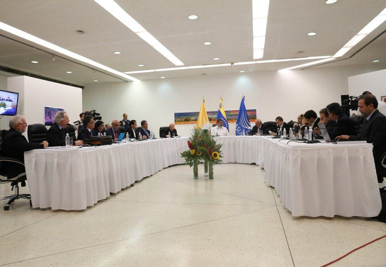 Continúa la tensión en Venezuela en medio de las conversaciones con la oposición