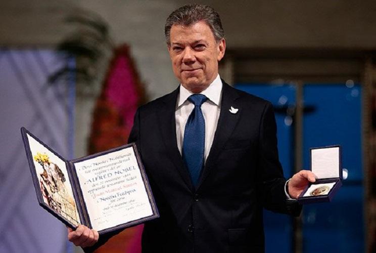 Santos recibió el Nobel en nombre de las víctimas