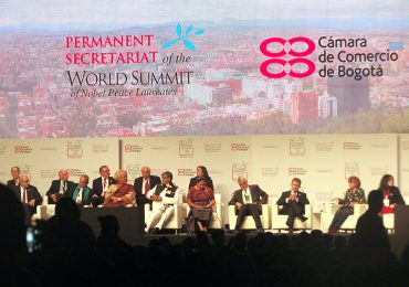Las esperanzas de los premios Nobel de Paz puestas en Colombia