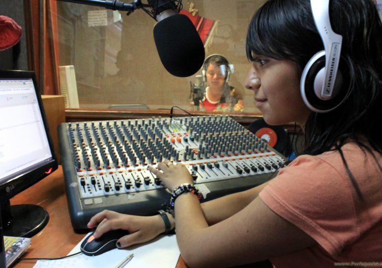 Celebremos la radio: Mecanismo de resistencia en las comunidades