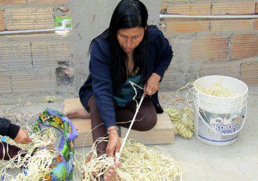 Artesanas indígenas en Ciudad Bolivar salvaguardan la cultura ancestral